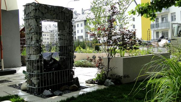 Ogród z nowoczesną fontanną, Strachocin